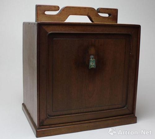 民国金丝楠木文具箱(图片由商家提供)