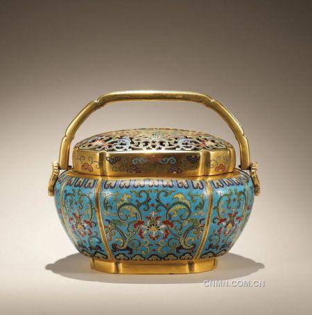 清乾隆銅胎掐絲琺瑯荷塘蓮紋海棠式手爐