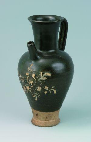 唐 黃堡窯黑釉剔刻花填白花卉紋壺