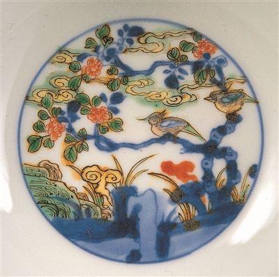 清康熙官窯五彩壽帶鳥紋高足碗內壁紋樣