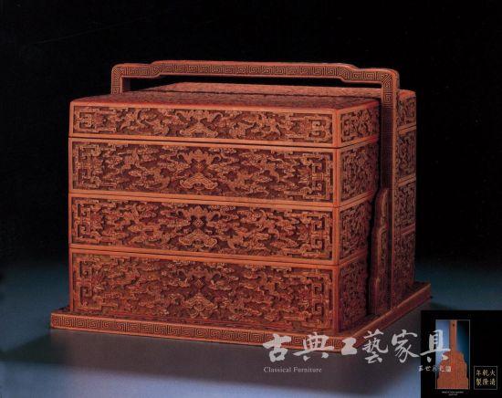 清 乾隆 剔红云蝠纹三层提盒,成交价898万元。(图片提供:香港佳士得)
