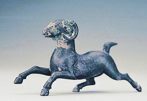 汉代铜奔羊