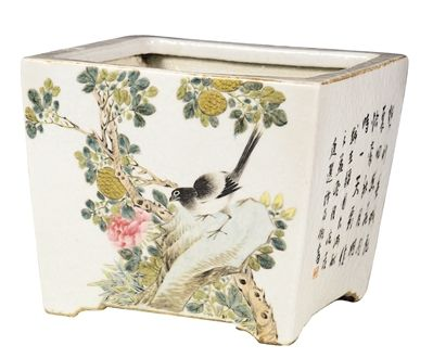 图1,清光绪粉彩花盆,高19厘米,南京博物院收藏。
