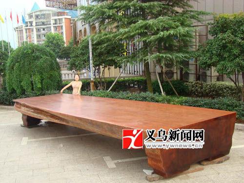 图为特大花梨木天然桌