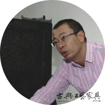 储炯,《古典工艺家具》特约撰稿人,古典家具研究者。