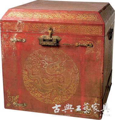 圖2 朱漆戧金雲龍紋盝頂方箱(山東省博物館藏)