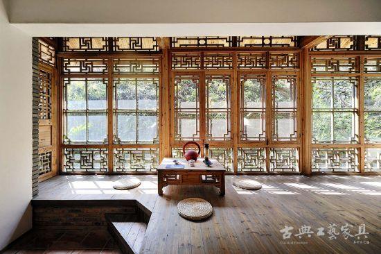 """奇妙的布排方式,都呈现出""""窗""""的种种令人艳羡的好处,并感叹主人的匠心独运。"""