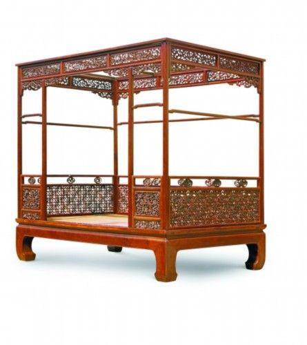 以4312万元人民币高价成交,创出黄花梨家具拍卖的新纪录.图片