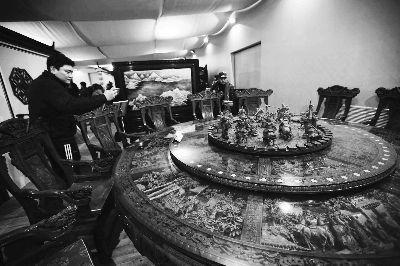 首屆中華傳統木雕技藝精品展現場本報記者盧旭攝