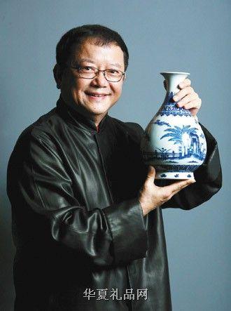 王刚表示,现在95% 的人在玩着95% 的赝品,北京卫视《天下收藏》栏目曾在3 个城市进行免费鉴定,发现真品率不超过5%
