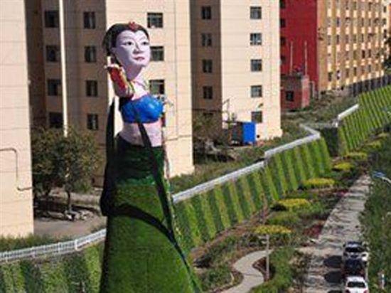 乌鲁木齐飞天雕塑