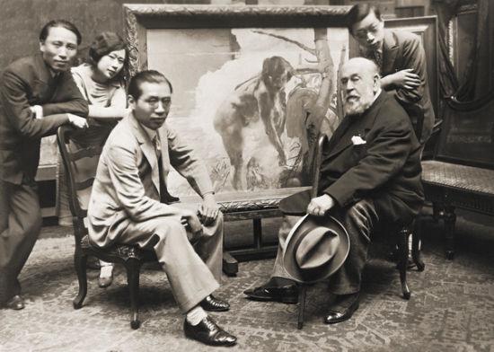上海美专的创始人刘海粟(左三)和张弦(左一)及傅雷(右一)拜访巴黎美术学院