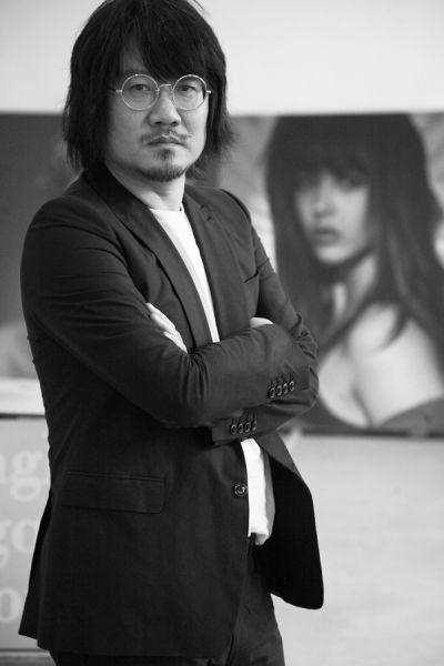 艺术家颜磊