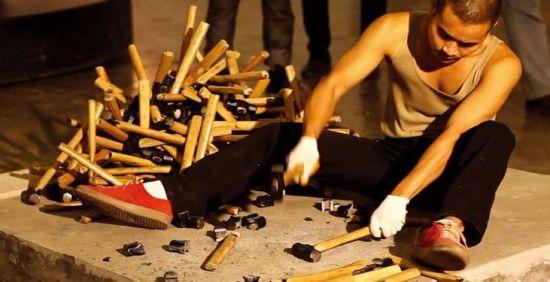 厉槟源作品 死了都要爱 Deathless love,2012, 录像 图片提供:今日美术馆