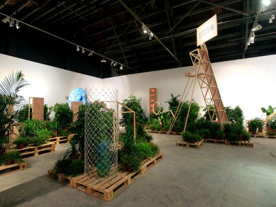 """石青,""""一切坚固的东西都烟消云散了"""",上海香格纳画廊展览现场,2012"""