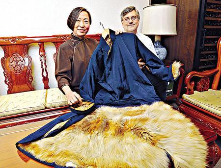 李小龙设计的毛皮衬里外套。图片来源:香港星岛日报