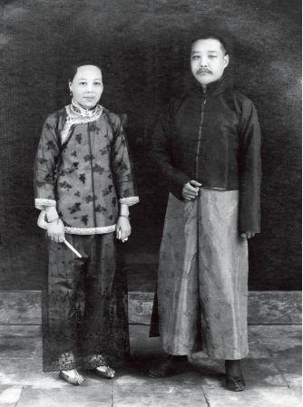 许汉卿先生与夫人朱淑芳女士(摄于1920年前)
