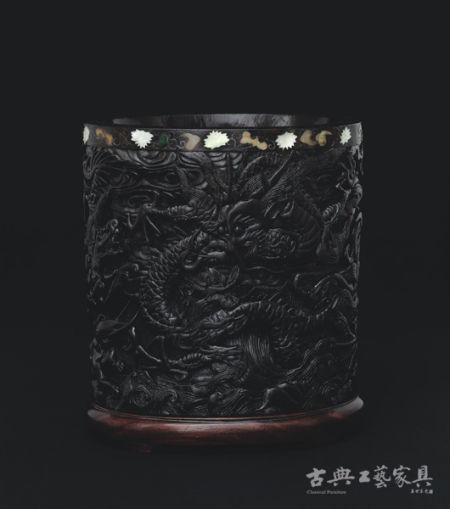 明 周制 鱼龙海兽紫檀笔筒 成交价:RMB 55,200,000