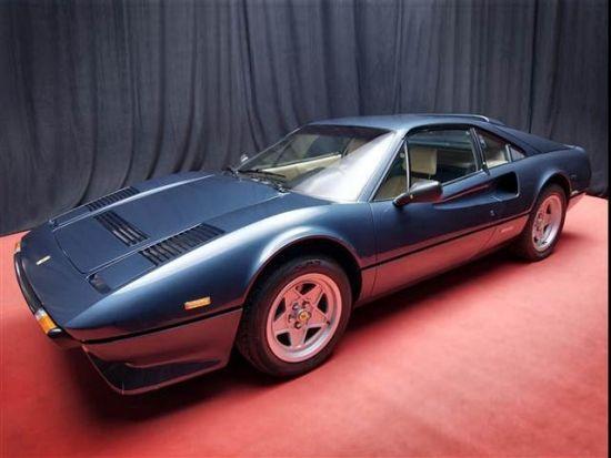 虽然预计拍卖成交总价将超过100万美元,事实上这些车还是贱卖了。