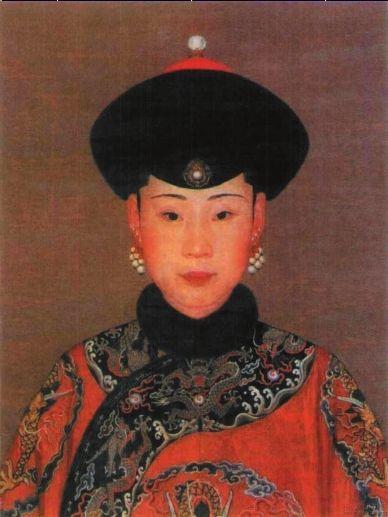 郎世宁《纯惠皇贵妃朝服像》油彩纸本54.5×42cm
