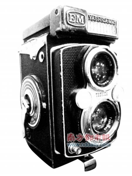 照相机——正面有两个镜头