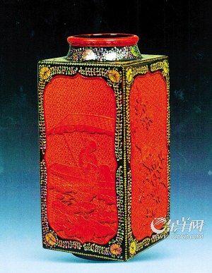 清乾隆 剔紅嵌螺鈿仕女花卉紋琮式瓶