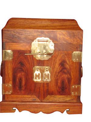 百宝箱材质:海南黄花梨规格:小件、大小不一价位较高,一般都在上万元