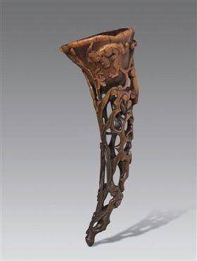 清早期犀角雕螭龙灵芝杯