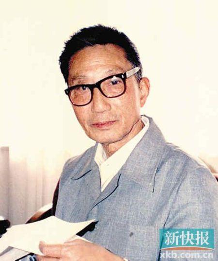 顾景舟(1915-1996),宜兴紫砂名艺人,中国美术家协会会员、中国工艺美术大师。18岁拜名师学艺。上世纪三十年代后期至上海制壶仿古。在港、澳、台、东南亚影响非常大,被海内外誉为