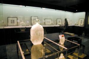 展出的魯派內畫鼻煙壺。