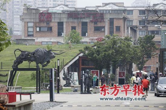 """红坊园区的""""画廊联盟"""",让一贯以松散的面目示人、各自为政的上海当代艺术界有了一些""""抱团取暖""""之意。高剑平 图"""