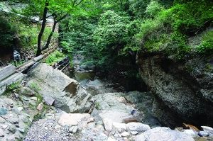 潭柘寺外的排洪沟