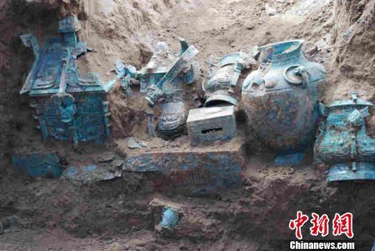 陕西西周贵族墓随葬青铜礼器现罕见族徽