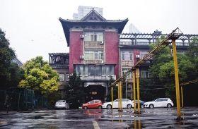 11月16日,中山路湘江宾馆内,何键公馆旧址是长沙市不可移动文物点,如今却成为了一酒店的员工宿舍。图/实习生蒋丽梅