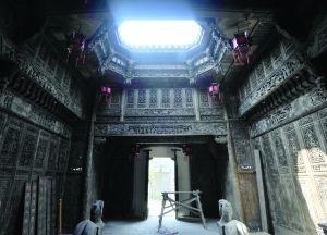 周园建筑中的天井以及精美的木雕