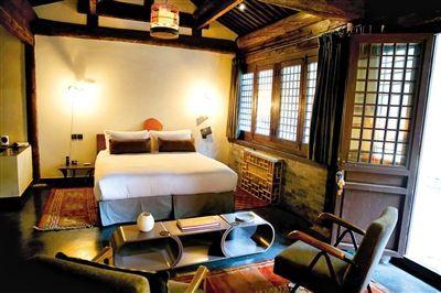 两寺内一些古建筑被改为客房,价格为每天2000元到4500元。 新华社记者 李德欣 摄