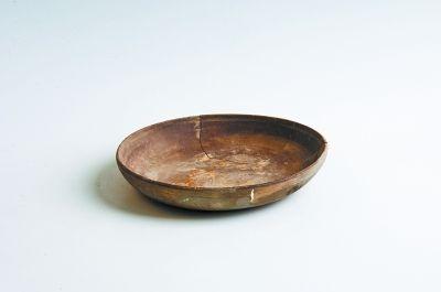 本次出土的唐代陶盤吐魯番學研究院考古所供圖