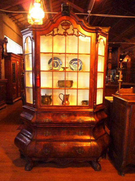 西洋古董家具和瓷器摆设