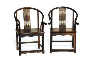 """即将于3月30日在广州江湾商业中心举槌拍卖的清中期酸枝""""福庆有余""""圈椅一对。"""