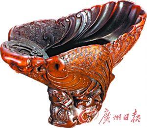 清康熙 犀角雕英雄杯。