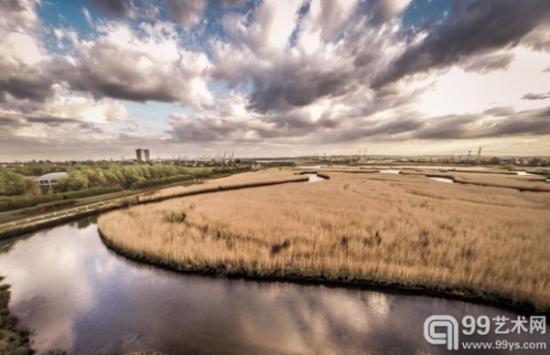 Rus Turner用无人机拍摄的特斯特河上空的云