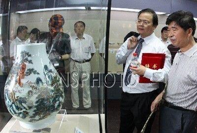 香港黄氏兄弟91件捐赠瓷器给苏州园林博物馆