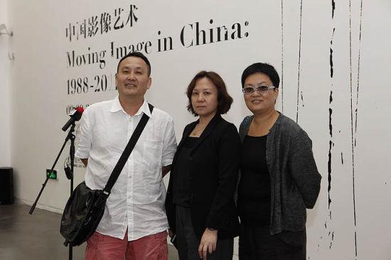 开幕式现场 艺术家王功新、林天庙与民生现代美术馆副馆长郭晓彦