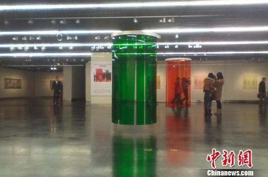 3月6日,卡洛斯・克鲁兹・迭斯艺术展在江苏美术馆开展。 强薇 摄