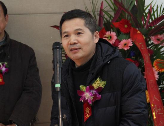 中国艺术报社副社长朱虹子主持赵曼新年水墨展开幕式