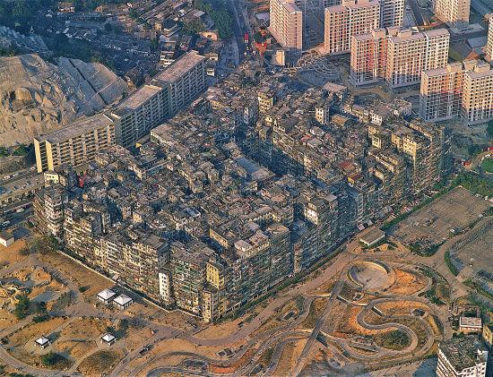 展覽展出的香港九龍城寨歷史鳥瞰圖
