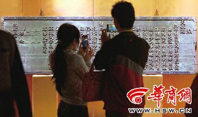 聖旨匾將聖旨內容刻在牌匾上,用來展示本組圖片由本報記者張杰攝