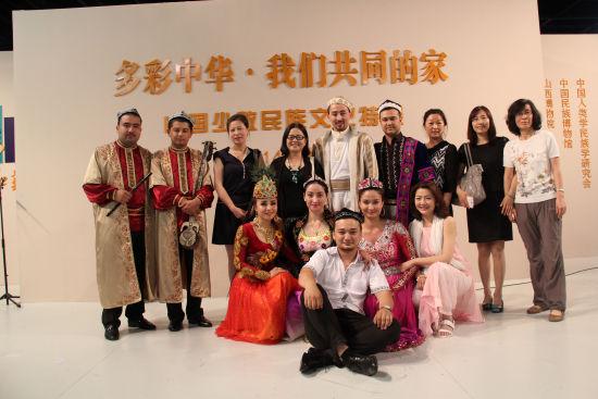 少数民族文化特展:新疆歌舞服饰专场举办