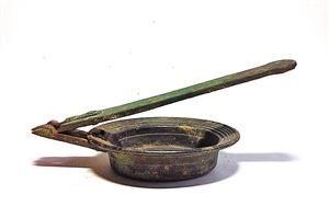 唐代玄紋寶相花折疊文房熨斗。