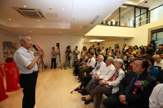 中国人民大学徐悲鸿艺术研究院院长徐庆平先生在展览开幕仪式上致辞
